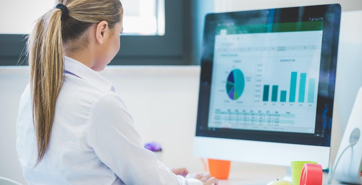 student studying for her online statistics program